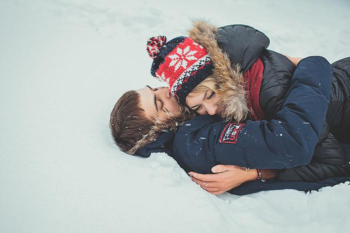 с любимым на снегу фото склоняются