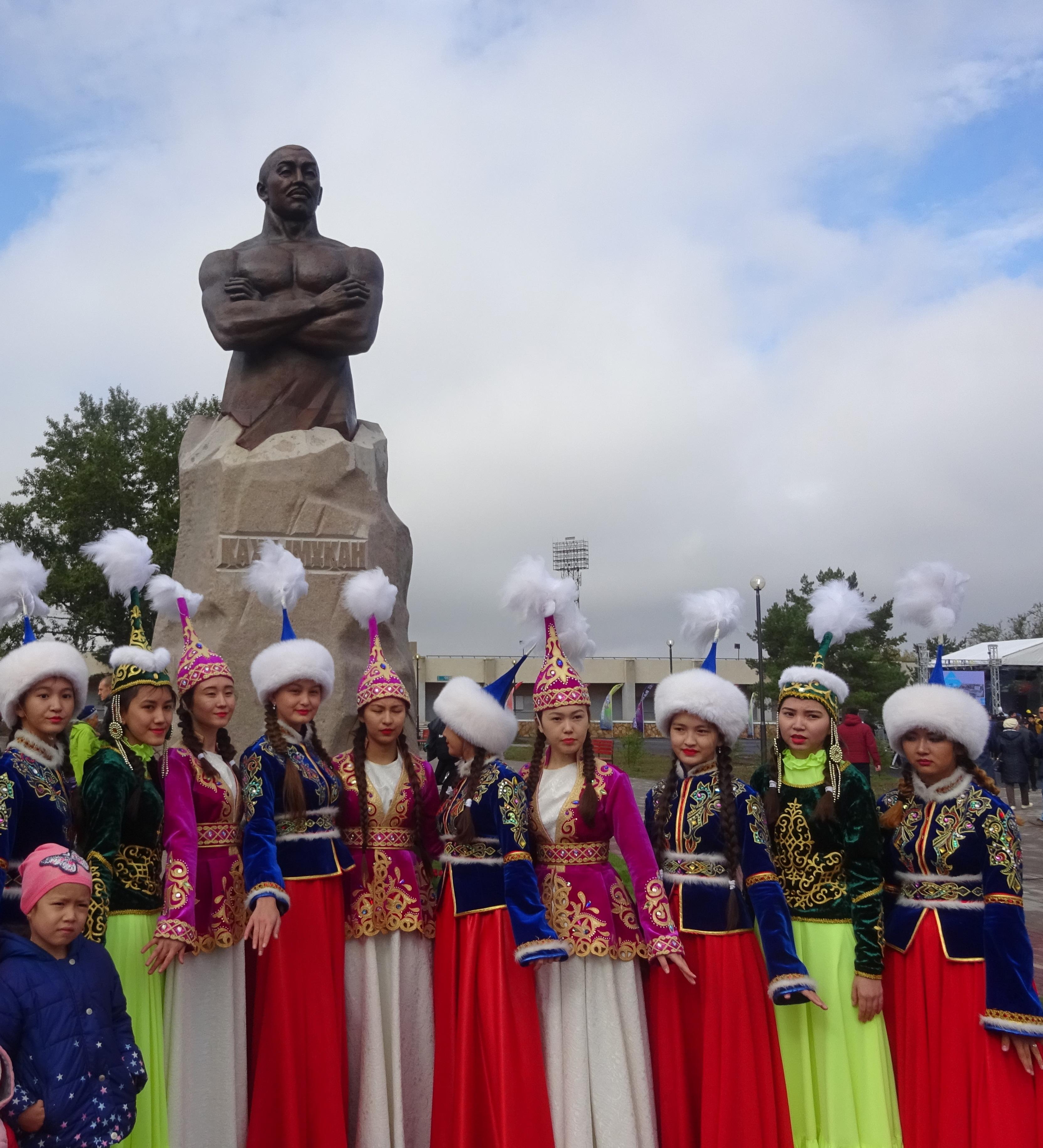 Хаджимукан памятник Степногогрск.JPG