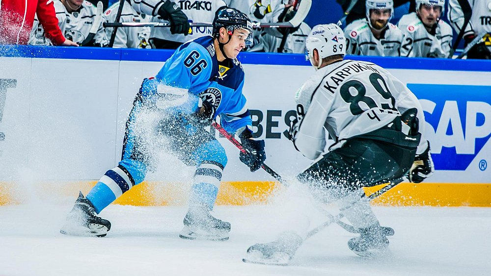 Один из моментов матча «Сибирь» – «Трактор». Фото с сайта https://www.1obl.ru/
