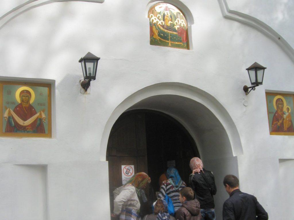 Святогорский-монастырь-вход.jpg