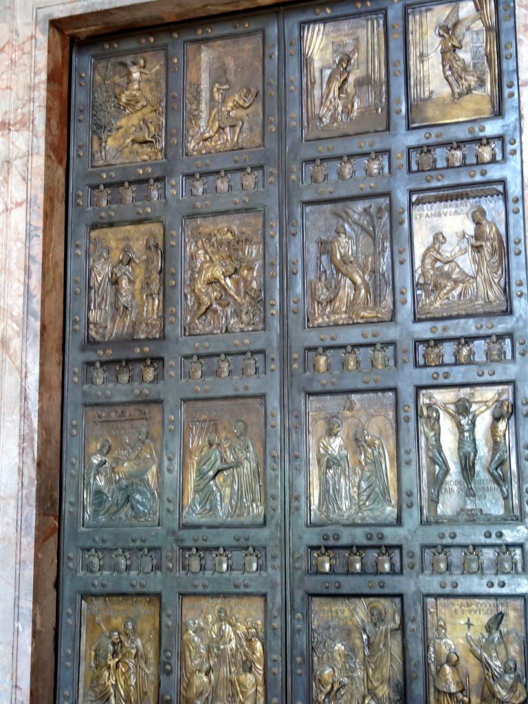 двери-Собора-святого-Петра-в-Риме.jpg