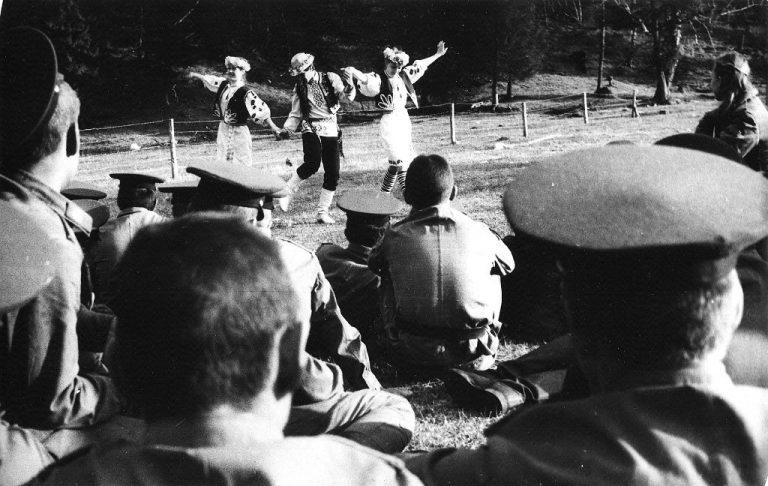 В-подшефной-воинской-части-Буковинский-танец-Фотлер-Ильчук-Матрашова-768x486.jpg