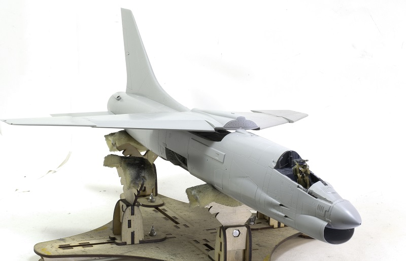 F-8E CRUSADER TRUMPETER 1/32 66645f827ad1cd6be83d3f8fc7152323