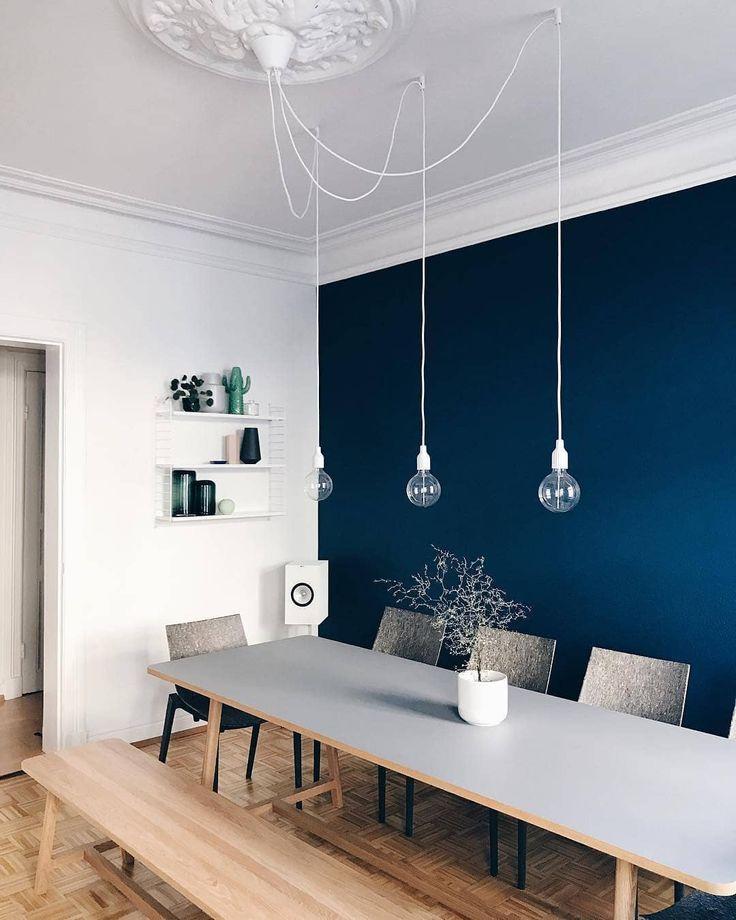 La couleur des murs bleu foncé laisse la salle à manger de la membre Kristina Wamsley_aho … #esszimmerwandfarbe.png