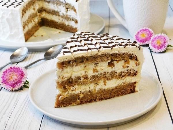 На фото четверть торта