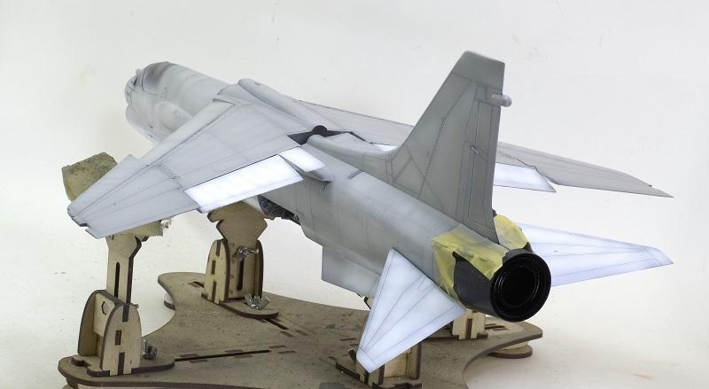 F-8E CRUSADER TRUMPETER 1/32 C8dbc4b08296f3db5e04565ef0e48699