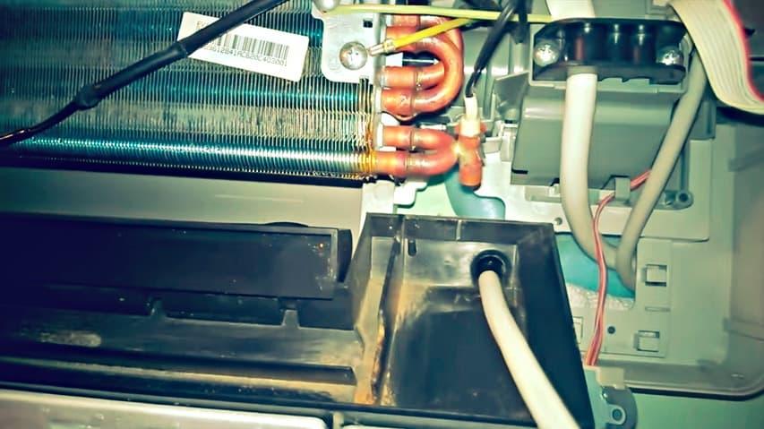 не капает вода из дренажной трубки кондиционера
