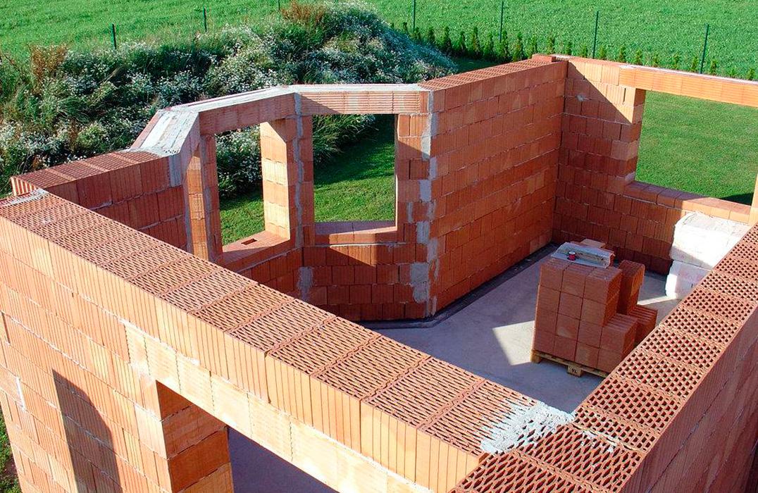 Stroitelstvo-domov-iz-keramicheskih-blokov-pod-klyuch-v-Tule.jpg