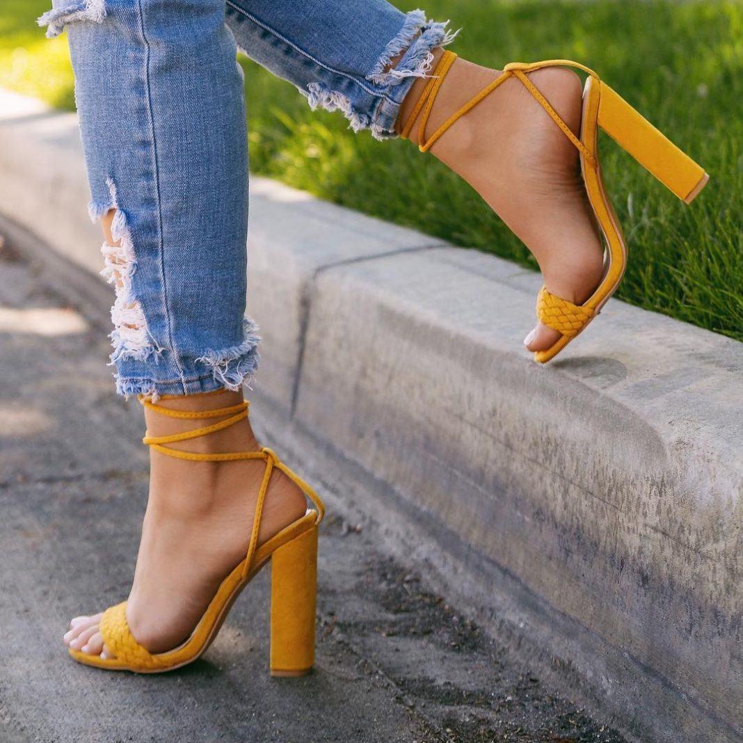 купити босоножки на каблуку