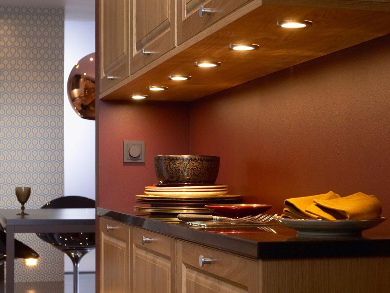 подсветка кухни точками фото