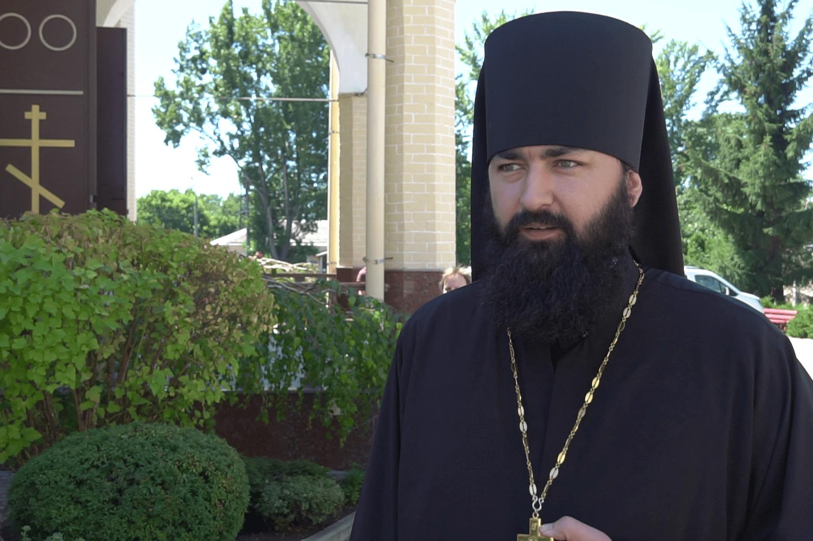 Иеромонах Алексий Святопокровский поздравил прихожан с окончанием поста.png