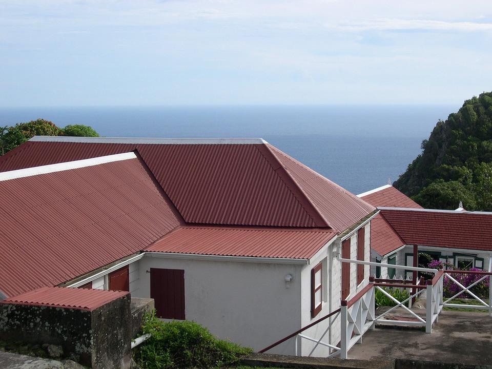 крыша из красного металлопрофиля