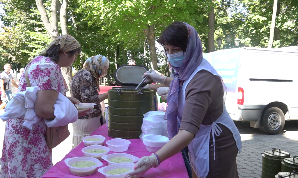 Фармкомпания Здоровье организовала обед для прихожан храма Жен-Мироносиц.png