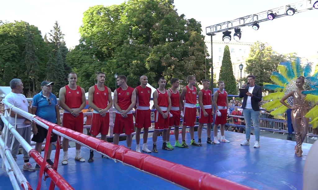 Сборная Укрины по боксу перед турниром.png