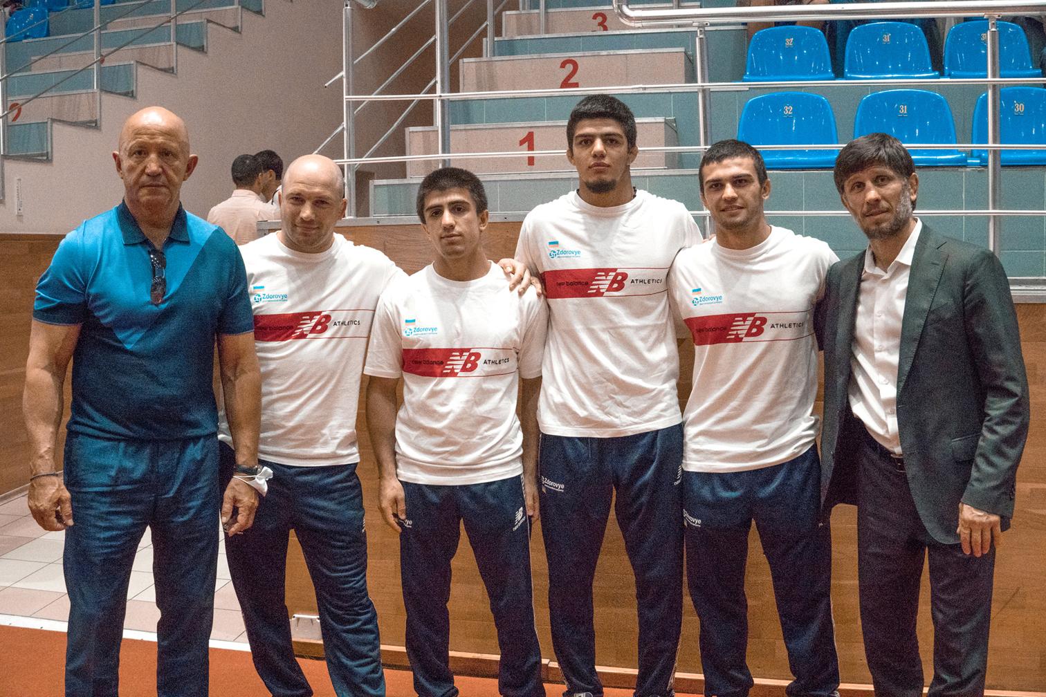 Александр Доровской поддерживает перспективных спортсменов.jpg