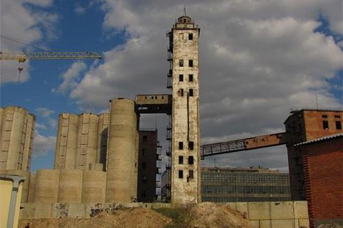 Исчезающий Харьков. Взрыв на элеваторе и мир без крыши (фото)