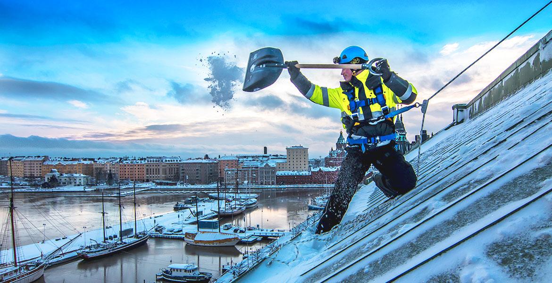 Уборка снега с крыш в Екатеринбурге
