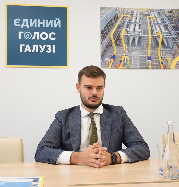 Артем Петренко.png