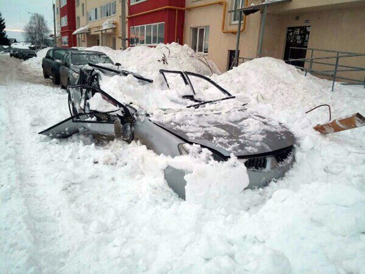 Повреждения при сходе снега с крыши