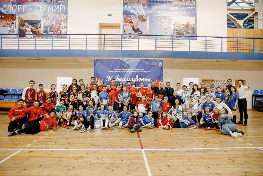 «В футболе только девушки»: как российские студенты отметили Международный женский день