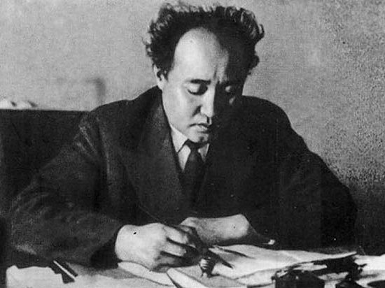 Ауэзов-1938-год.jpg