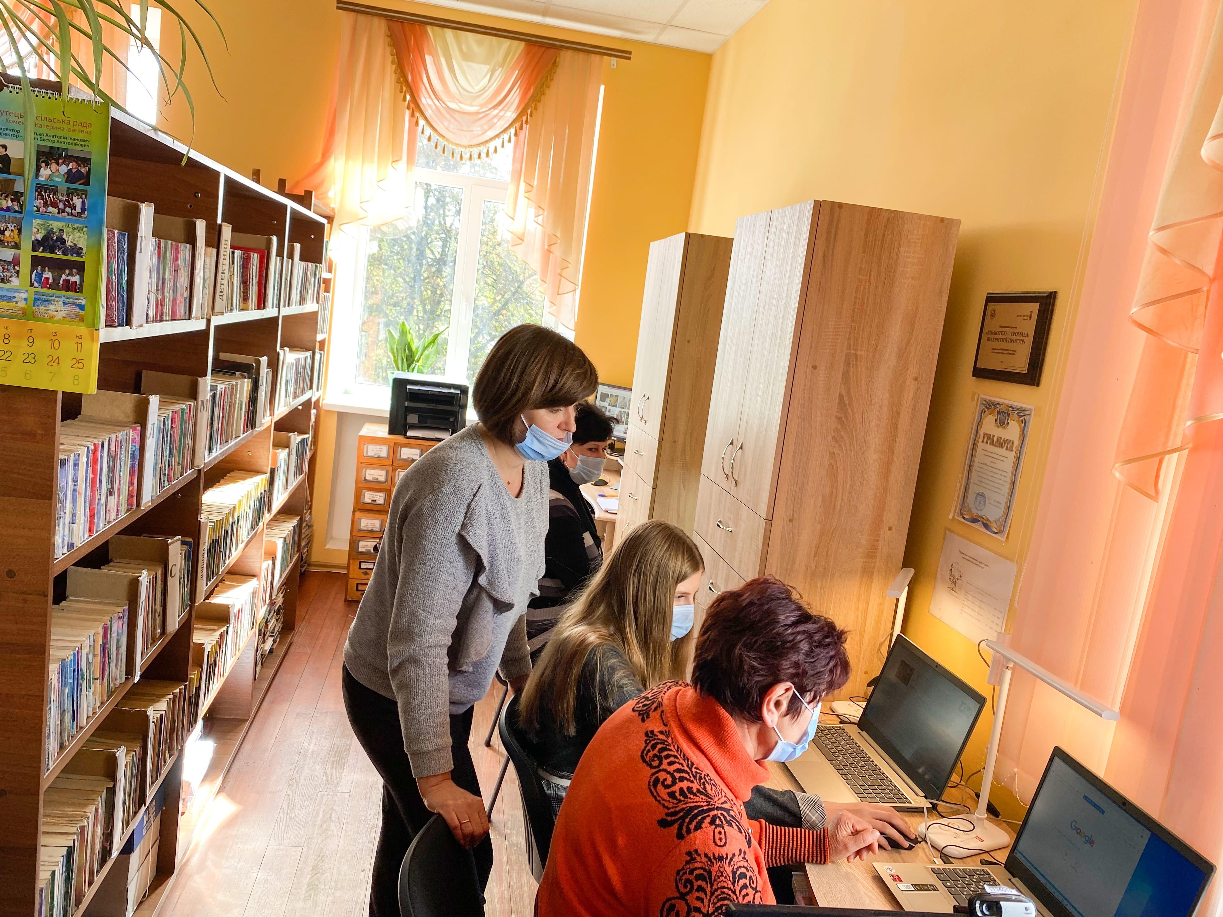 На базе Великосорочинской библиотеки организвали информационно-образовательный центр.jpg