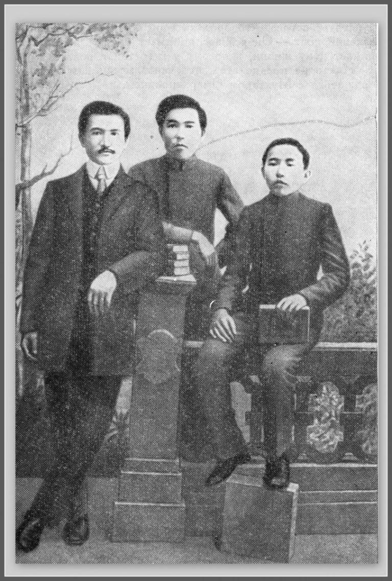 1911-год-Ауэзов-с-дядей-Касымбеком--768x1136.jpg