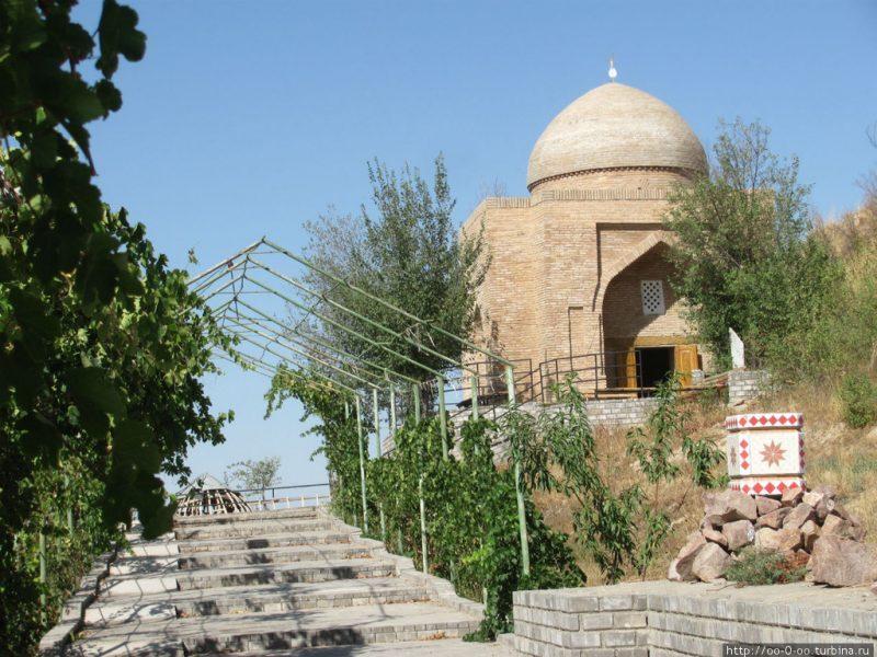 Сайрам-мавзолей-Ибрагим-ата-e1551880319297.jpg